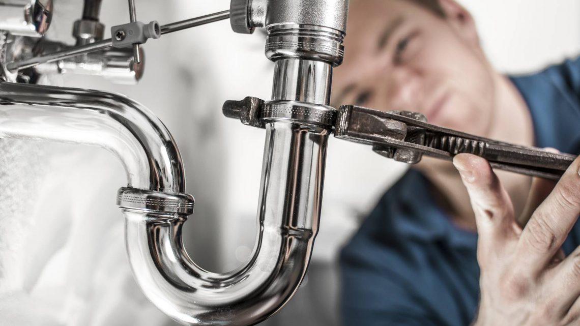 Comment réparer une fuite d'eau provisoirement ?